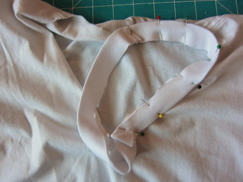 Pinning collar to neckline