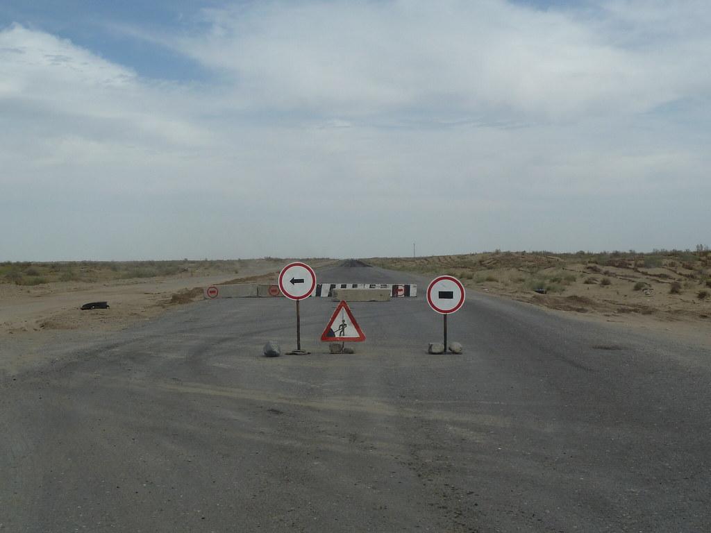 Carretera en obres arribant a Turkmenabat (Turkmenistan)