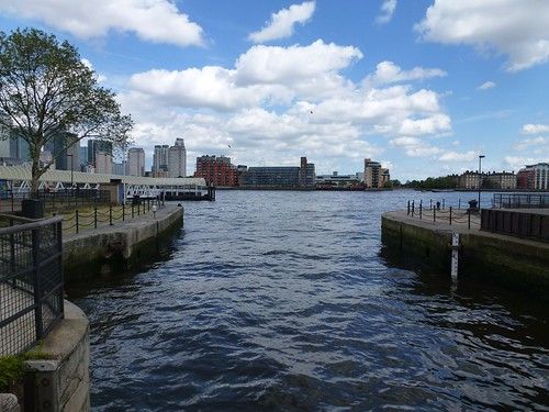 Thames path 01 - Docklands inlet