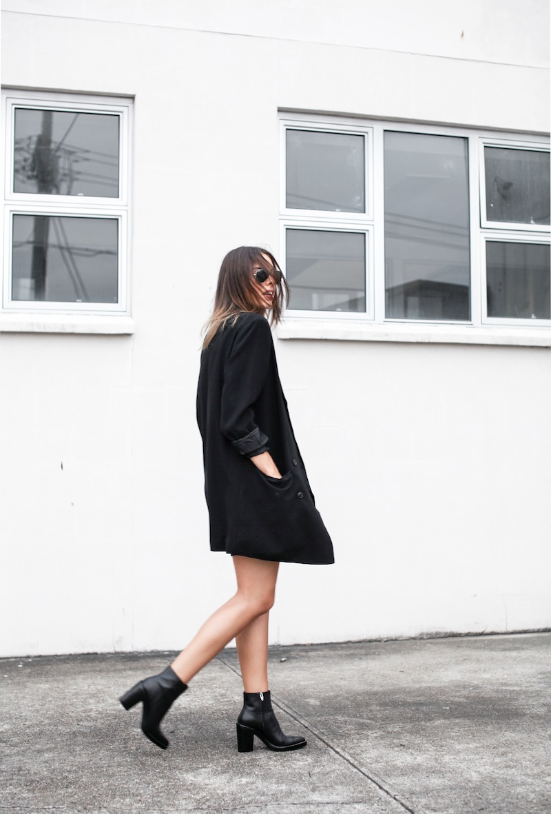 modern legacy blog street style off duty ASOS boyfriend long blazer Monki Alexander Wang Kelli Kelly ankle boots Saba silk shirt dress Alexander Wang Prisma Envelope leather clutch all black blogger balayage hair oversized minimalist (1 of 6)