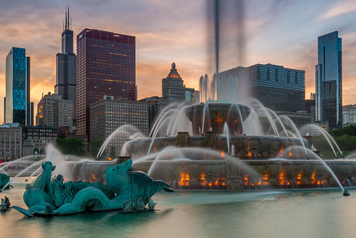 sunset chicago tower water fountain illinois nikon long exposure downtown zoom sears tourist nikkor buckingham willis d600 1635mm