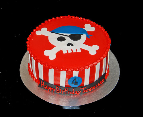4th birthday pirate skull and cross bones cake