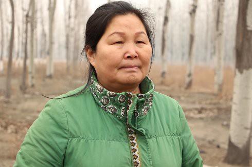 劉玉英總說她自己沒什麽文化,複雜的大字識不得幾個,但在4年的時間裡她默默的堅持,展現無比的堅毅與勇氣。