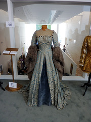 fashion show(0.0), gown(1.0), clothing(1.0), collection(1.0), fur clothing(1.0), fashion(1.0), fashion design(1.0), haute couture(1.0), dress(1.0),
