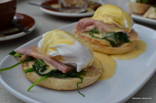 HARVest Cafe - Eggs Benedict