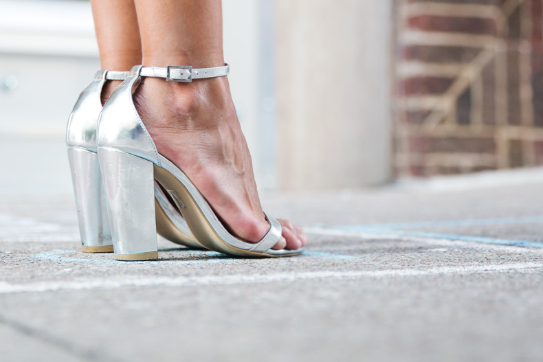 Shorts_Metallic-Silver_Sandals-Outfit-Street_Style-1