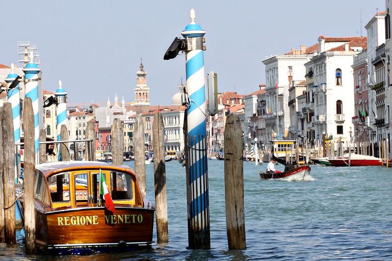 Regione Veneto Boat with Poles