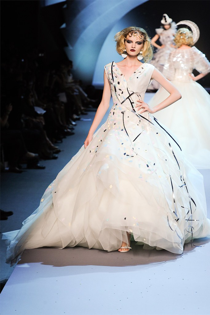 Dior by Bill Gaytten — Fall/Winter 2011 Haute Couture