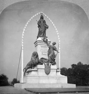Statue of Her Majesty Queen Victoria, Ottawa, Ontario, 1901 / Statue de Sa Majesté la reine Victoria, Ottawa, Ontario, 1901