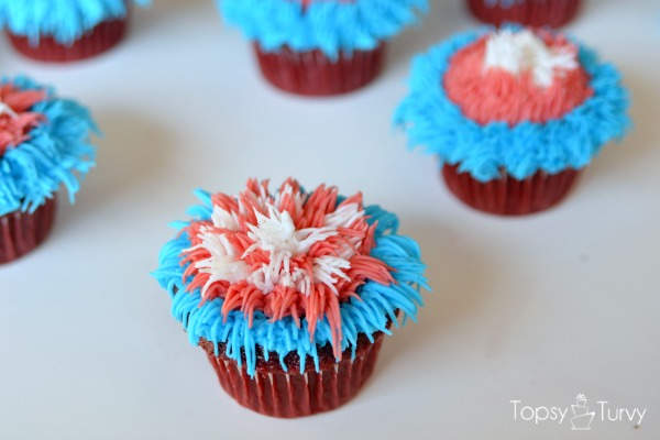 fourth-of-july-firework-cupcakes-stripes