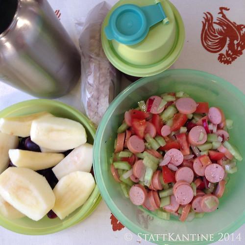 StattKantine 08.04.14 - Wienerle-Salat, Trauben, Orangensaft