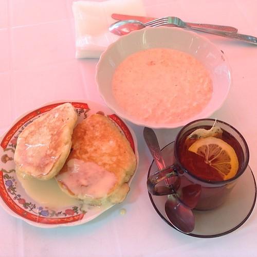 Завтрак стоимостью 53 рубля. Нам с Петей хватает на двоих))) #крым  #евпатория