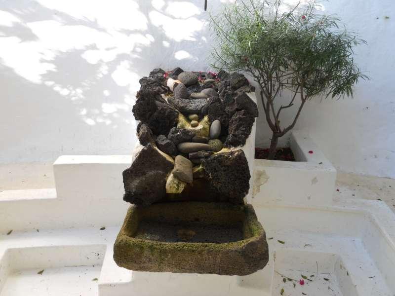 Fuente decorativa en Jardines Casa Omar Shariff Lanzarote