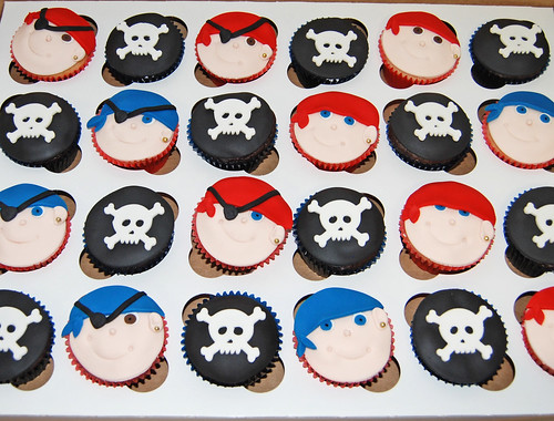 pirates and skulls cupcakes