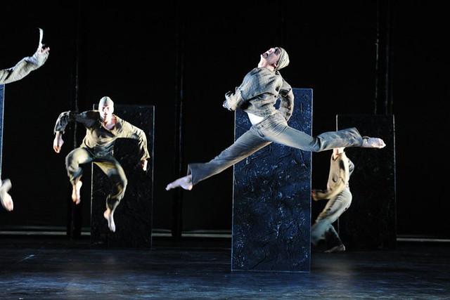 Lee Bamford Mei Hong Lin's Die Brautschmikerin © Staatstheater Darmstadt 2010. Photo by Barbara Aumüller