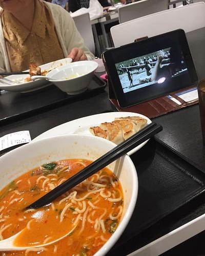 在观看希西家,我们吃的担担面和饺子。  #担々麺 #イオンモール #lunch