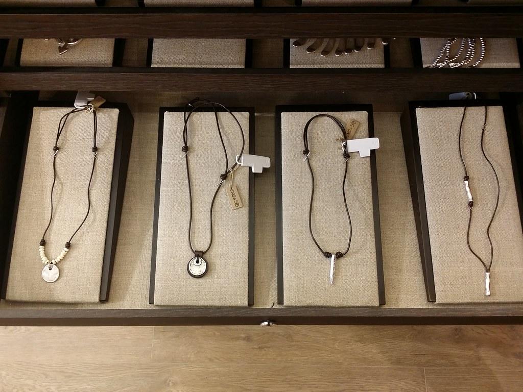 Uno-de-50-mens-necklace