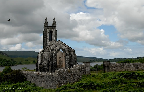 RUINED IRISH CHURCH (IRELAND - DUNLEWY)