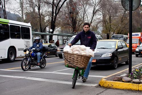 Repartir pan es un negocio serio
