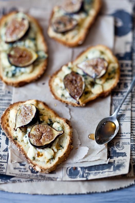 Fig & Gorgonzola Tartines _ © Helene Dujardin 2012