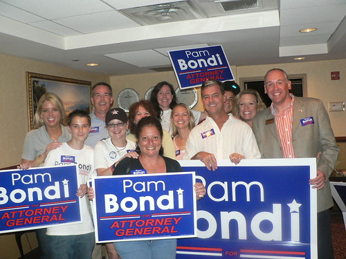 Divas and Diva Dudes pose with AG Elect Pam Bondi on Election Eve.