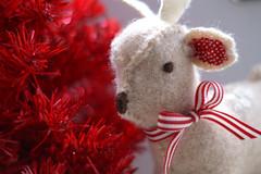 flower(0.0), deer(0.0), christmas(0.0), pink(0.0), reindeer(0.0), red(1.0), christmas decoration(1.0), valentine's day(1.0),