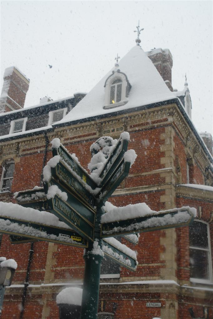 Muchos lugares que visitar en York ... en todas direcciones York, magia e historia tras la nieve - 5272913959 edce27b4b4 o - York, magia e historia tras la nieve