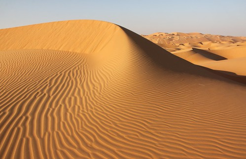 Patterns of a sand dune in the endless Empty Quarter