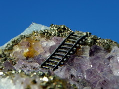 jewellery(0.0), amethyst(1.0), mineral(1.0), macro photography(1.0), gemstone(1.0), crystal(1.0),