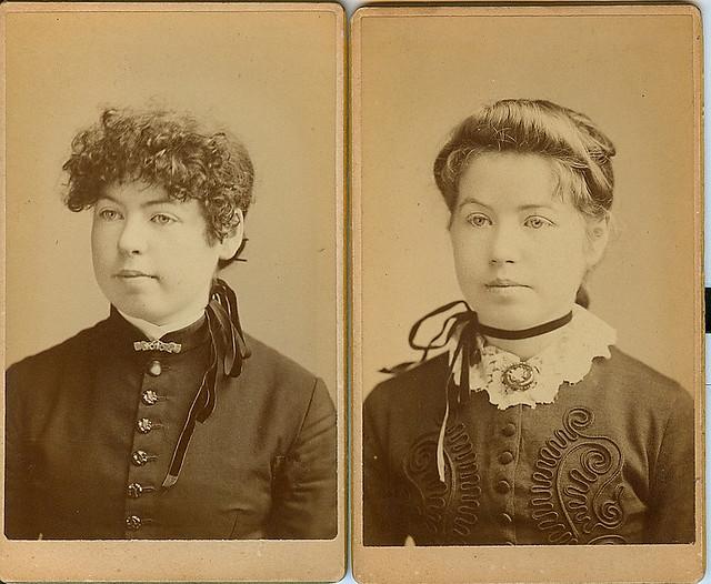 Carte de visite of a sisterly pair