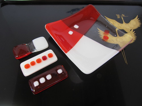 赤いお皿と箸置き 1.10 by Poran111