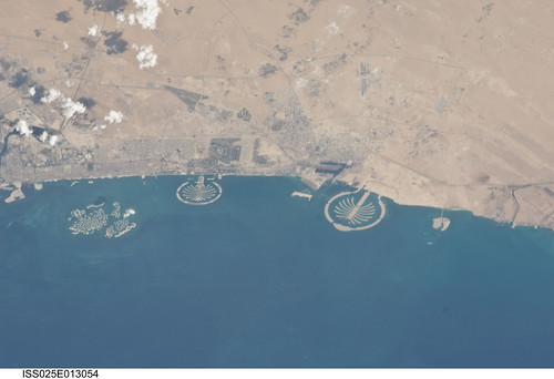 Palm Islands and World Islands (NASA, International Space Station, 11/07/10)