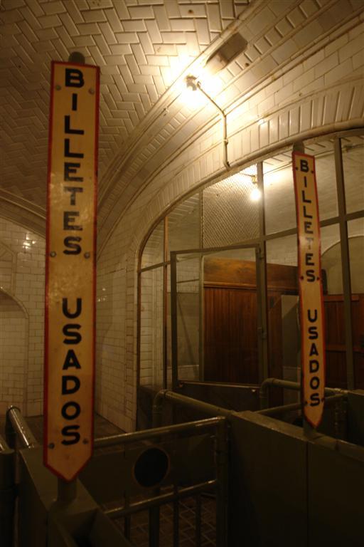 Salida del Metro Fantasmas bajo la ciudad de Madrid - 5379837591 5e312b9b16 o - Fantasmas bajo la ciudad de Madrid
