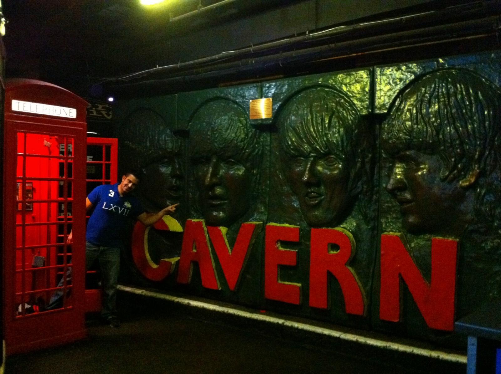 Ruta de los Beatles: Interior de The Cavern, aunque éstas caras las quitaron hace un tiempo. ruta de los beatles - 5333139975 5a6d32a394 o - Ruta de los Beatles en Liverpool