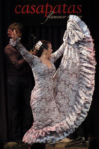 Isabel López con su bata de cola. Foto: Martín Guerero