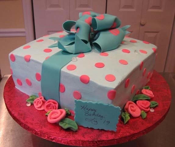 Liz's 19th Birthday Cake | Flickr - Photo Sharing!