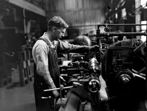 Midvale Company mechanic Larson, medium grinding on Noton Machine roll for Thomas Steel, July 1932
