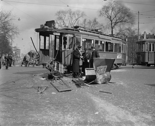04-06-1956_13864A Tram botsing