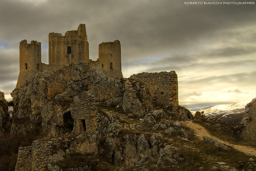 italy castle italia castello rocca abruzzo laquila aquila fortezza gransasso ladyhawk calascio montidellalaga roccacalascio ilnomedellarosa parcogransasso parcomontidellalaga