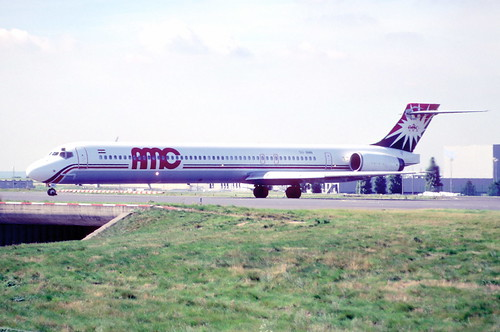 145eq - AMC Airlines MD-90-30; SU-BNN@CDG;11.08.2001