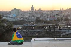 O céu dourado no pôr do sol de Havana