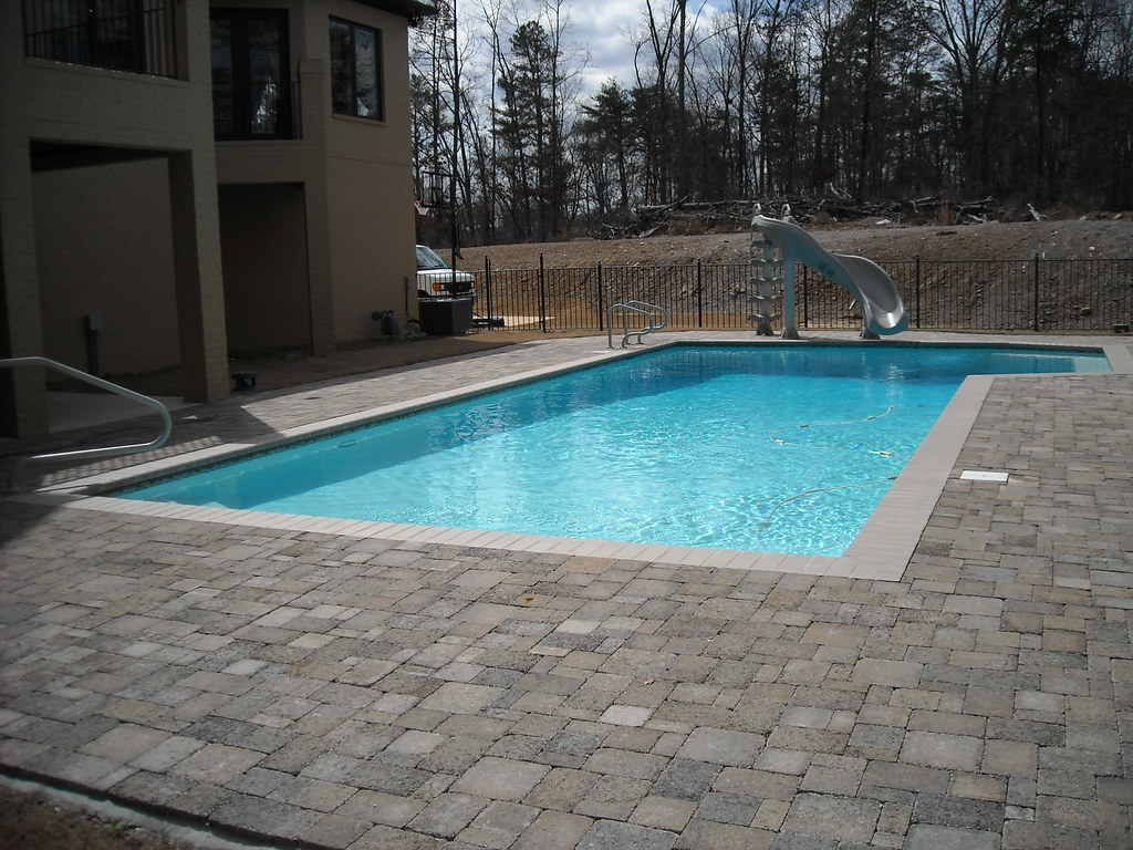 Gunite swimming pool with pavers | Gunite pool with brick pa ...