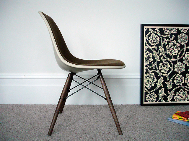 dsw chair by charles eames, 2