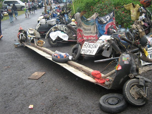 Vespa Extreme Indonesia http://www.flickr.com/photos/09090999/5234560402/