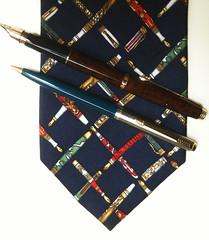 design(0.0), tartan(0.0), textile(1.0), necktie(1.0),