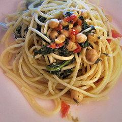 spaghetti alle vongole(0.0), spaghetti alla puttanesca(0.0), linguine(0.0), fettuccine(0.0), produce(0.0), vegetarian food(1.0), bucatini(1.0), spaghetti(1.0), pasta(1.0), clam sauce(1.0), spaghetti aglio e olio(1.0), pici(1.0), food(1.0), dish(1.0), capellini(1.0), carbonara(1.0), cuisine(1.0),