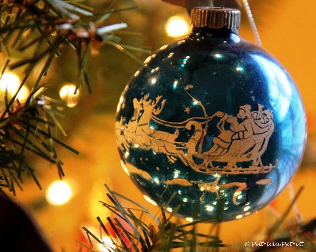 Vintage Ornament ~ Parting Christmas 2010 Shot ~ 1/52