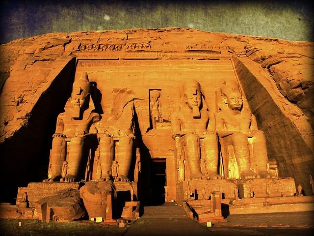 死ぬまでに一度は行きたい世界の絶景:アブ・シンベル神殿
