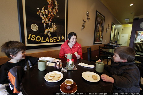 rachel having cocoa and cookies with her boys in salute cafe in willamette falls