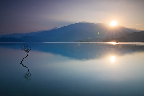 morning lake mountains reflection misty sunrise foggy taiwan 南投 台灣 山 日月潭 sunmoonlake nantou 湖泊 日出 霧 倒影 出水口